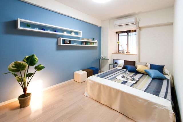 安眠できる寝室の壁紙の選び方!おすすめの色やリフォーム ...